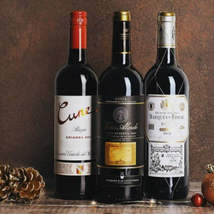 Up to 33% off 12 Festive Favourites @ Majestic Wine